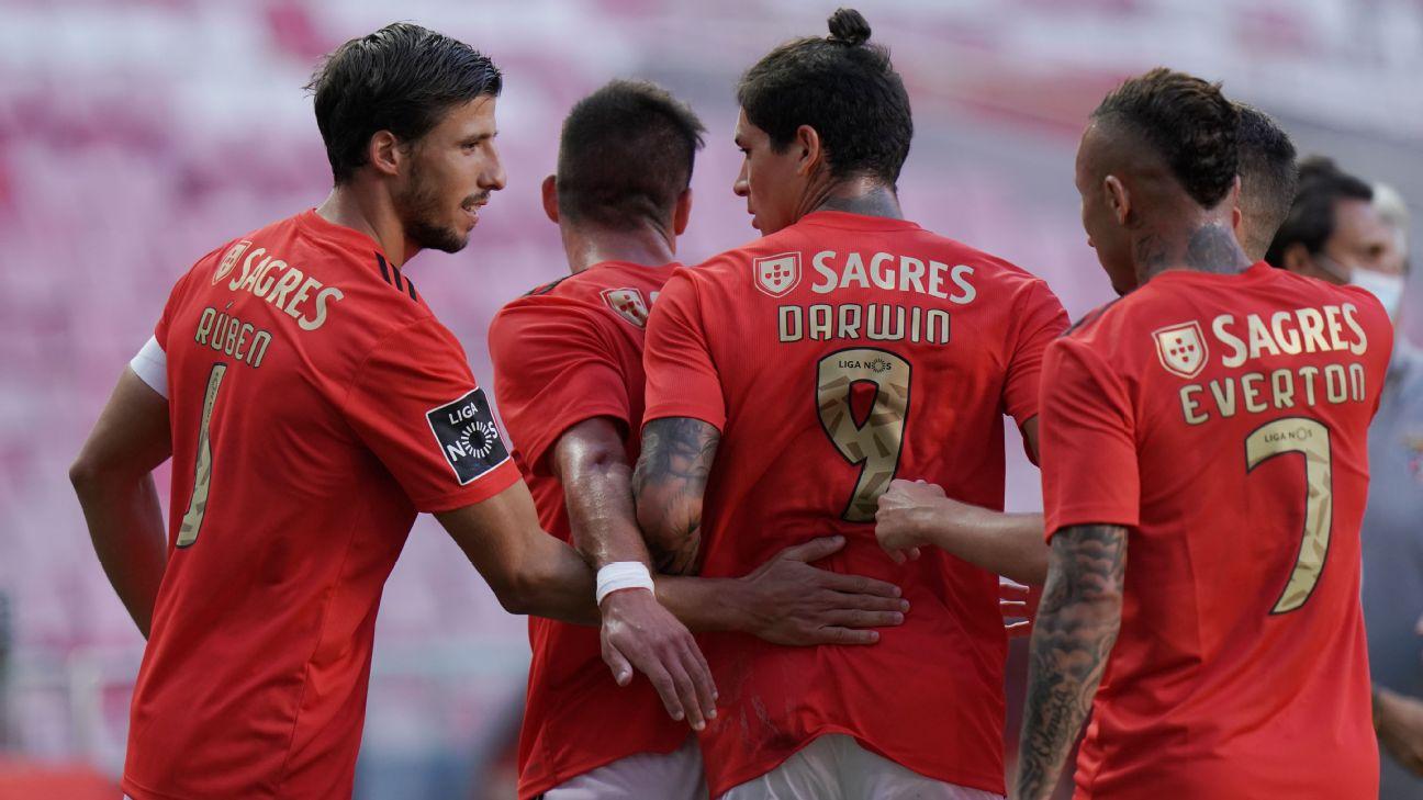 Benfica comemora primeiro gol contra o Moreirense
