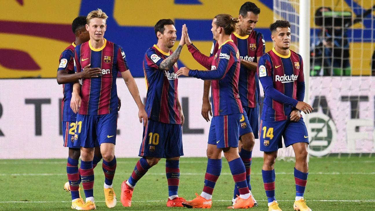Jogadores do Barça comemoram gol durante vitória sobre o Villarreal