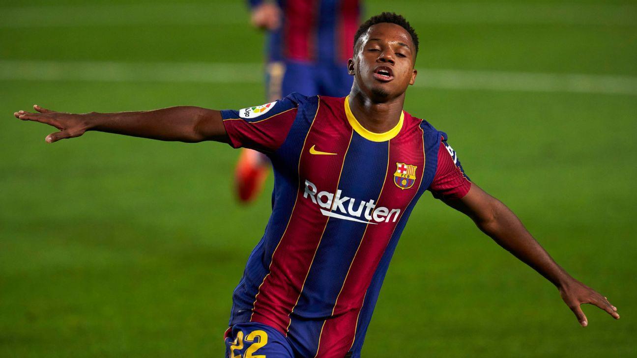 Ansu Fati comemora um de seus gols diante do Villarreal