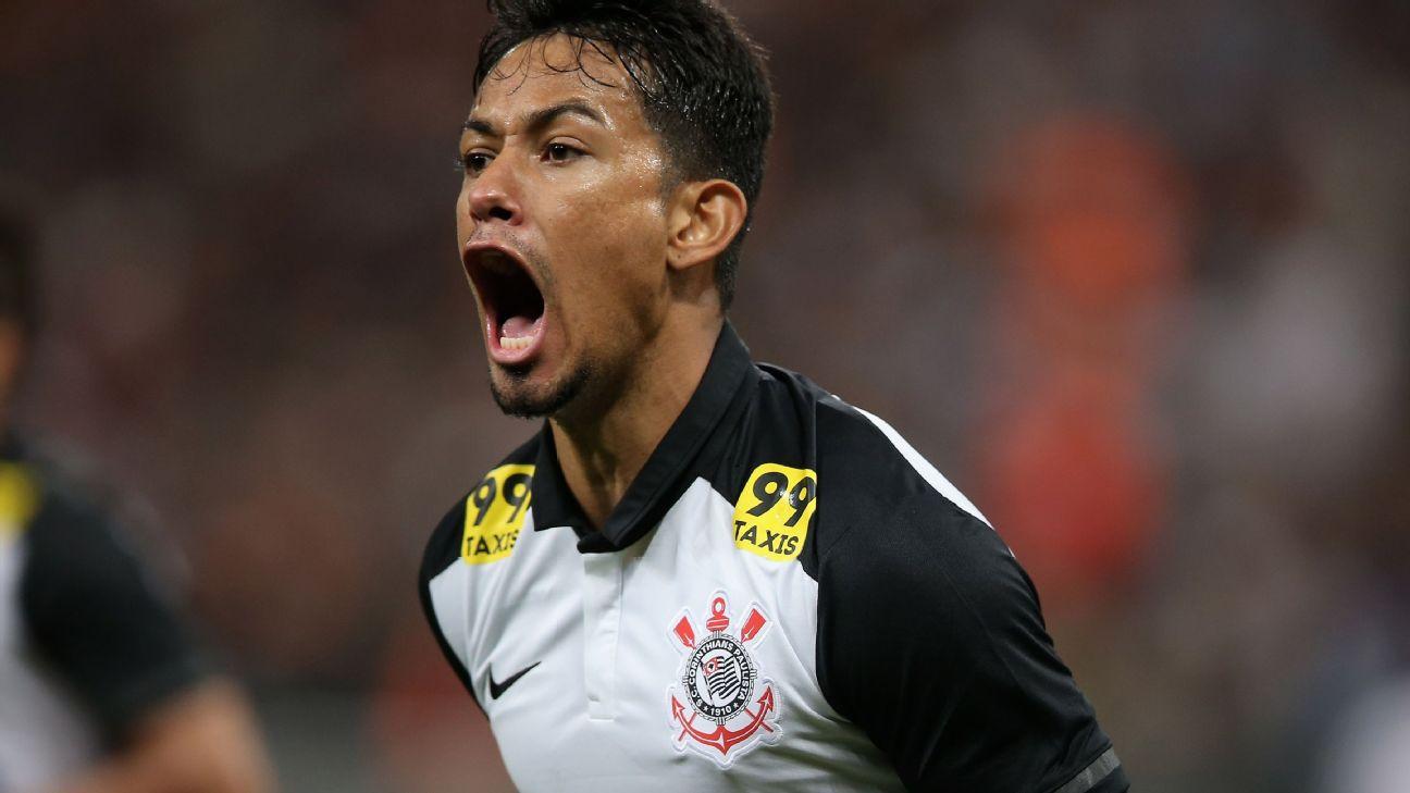 Lucca comemora gol pelo Corinthians em 2015