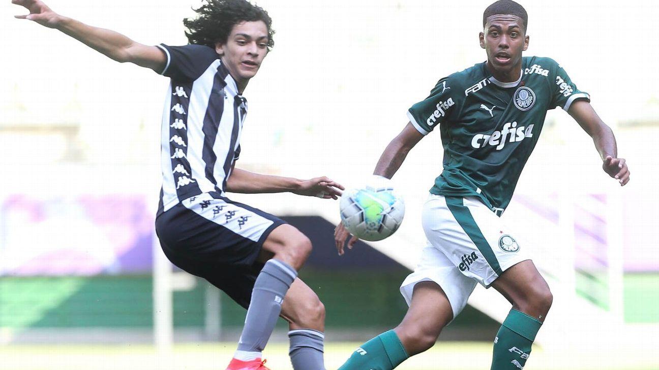 Ruan Santos durante jogo entre Palmeiras e Botafogo, pelo Brasileiro sub-17