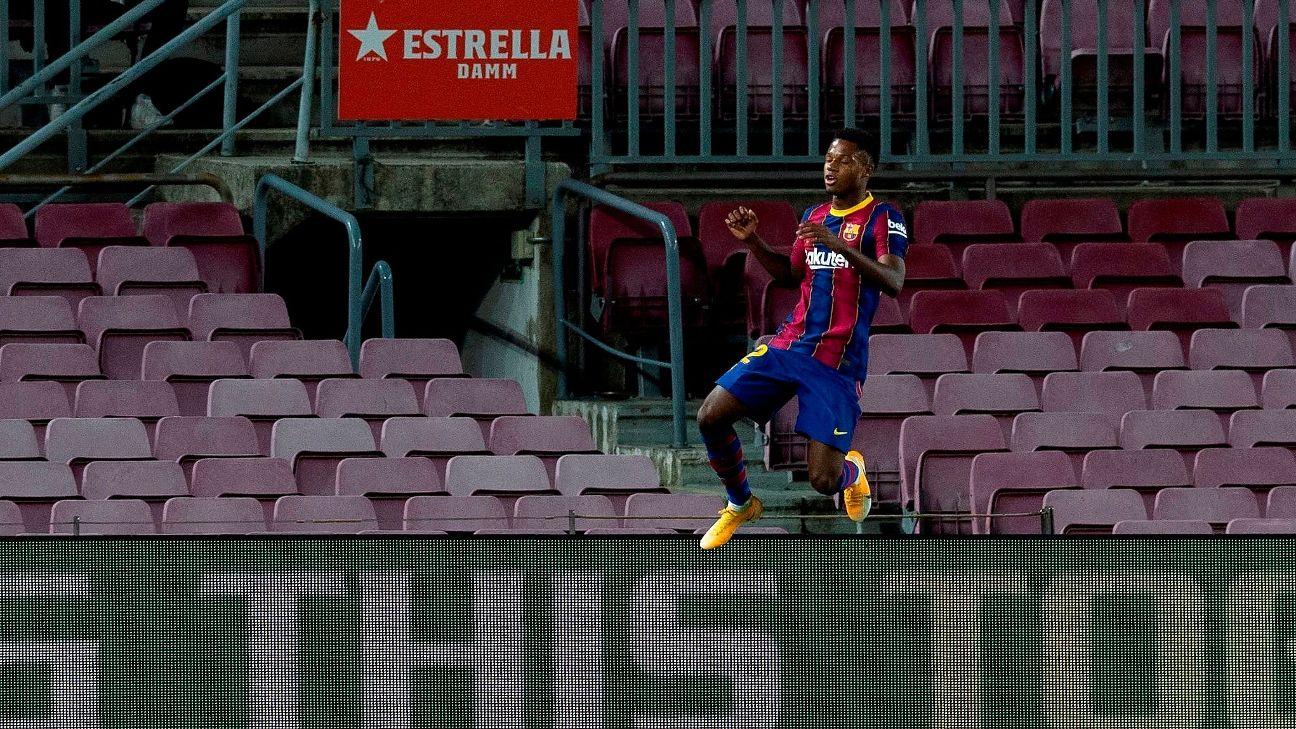 Ansu Fati comemora após marcar para o Barcelona sobre o Villarreal