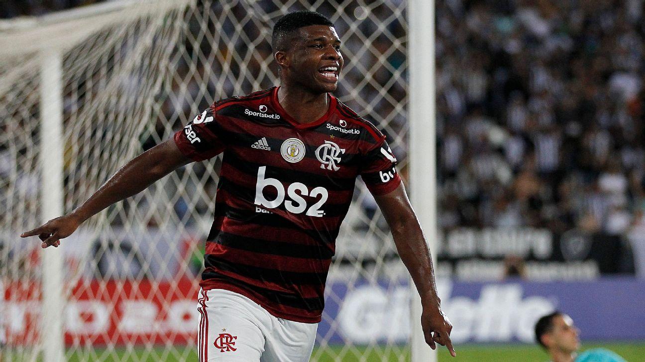 Lincoln comemorando gol pelo Flamengo