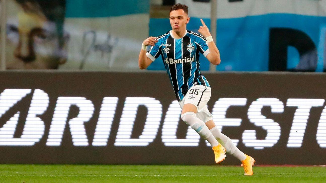 Pepê comemora após marcar para o Grêmio sobre a Universidad Católica