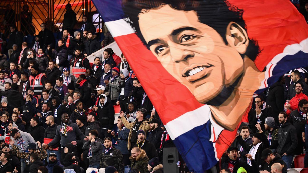 Bandeirão de Raí na torcida do Paris Saint-Germain