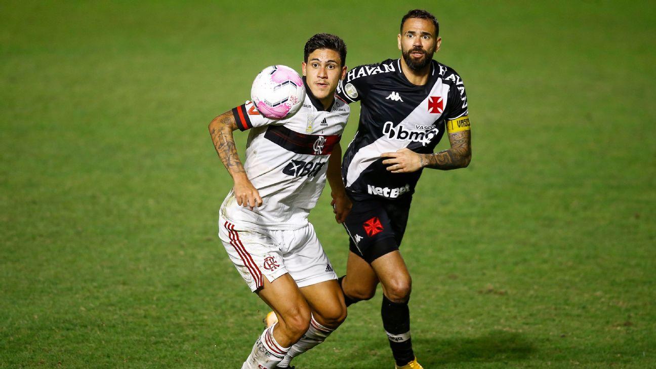 Pedro e Leandro Castan em ação durante Vasco x Flamengo