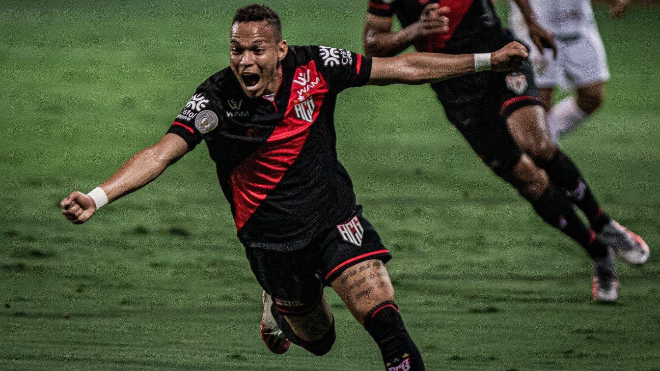 Janderson comemora gol contra o Red Bull Bragantino, em Goiânia