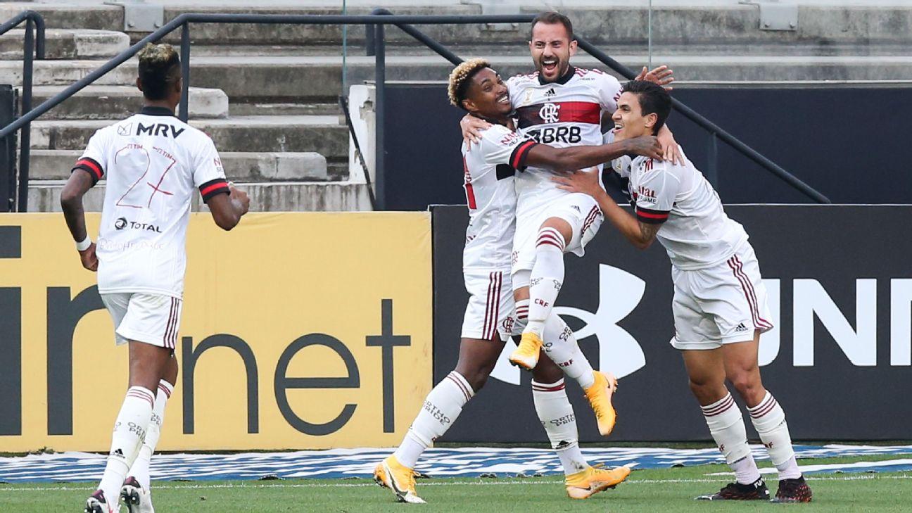 Jogadores do Flamengo comemoram gol de Everton Ribeiro contra o Corinthians