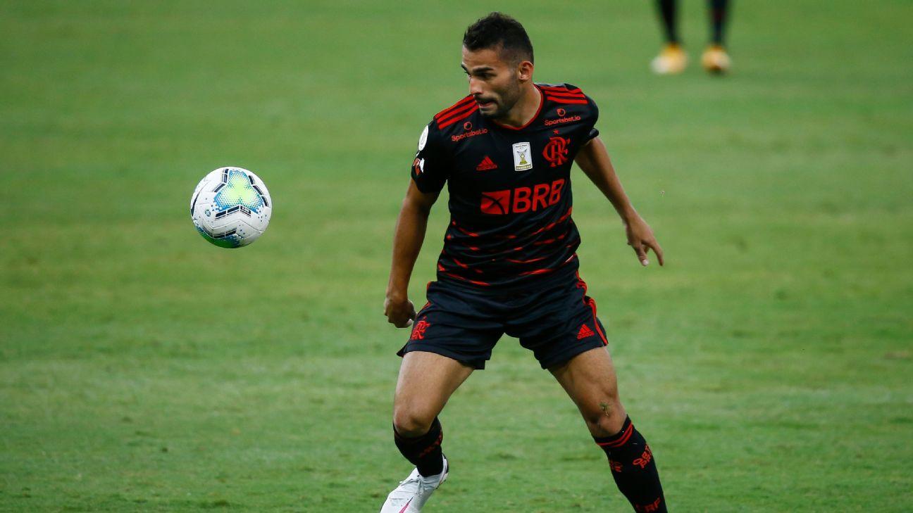 Thiago Maia em ação pelo Flamengo na temporada 2020