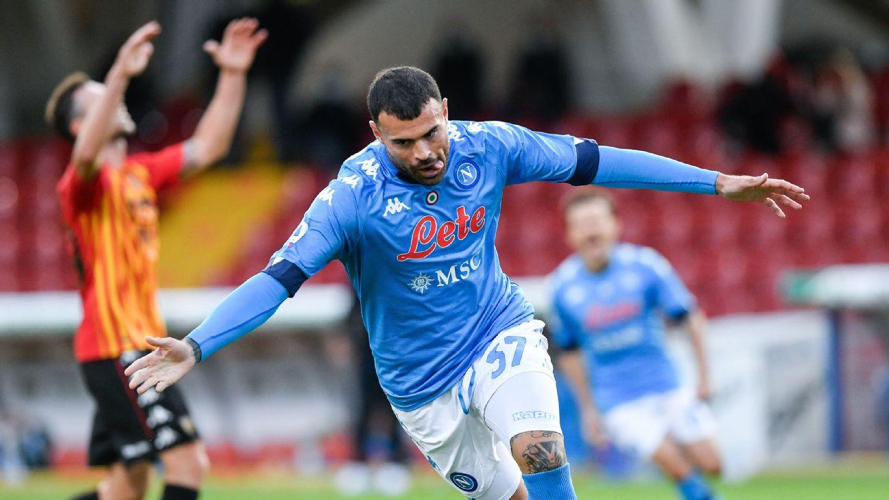 Andrea Petagna comemora gol contra o Benevento em outubro de 2020
