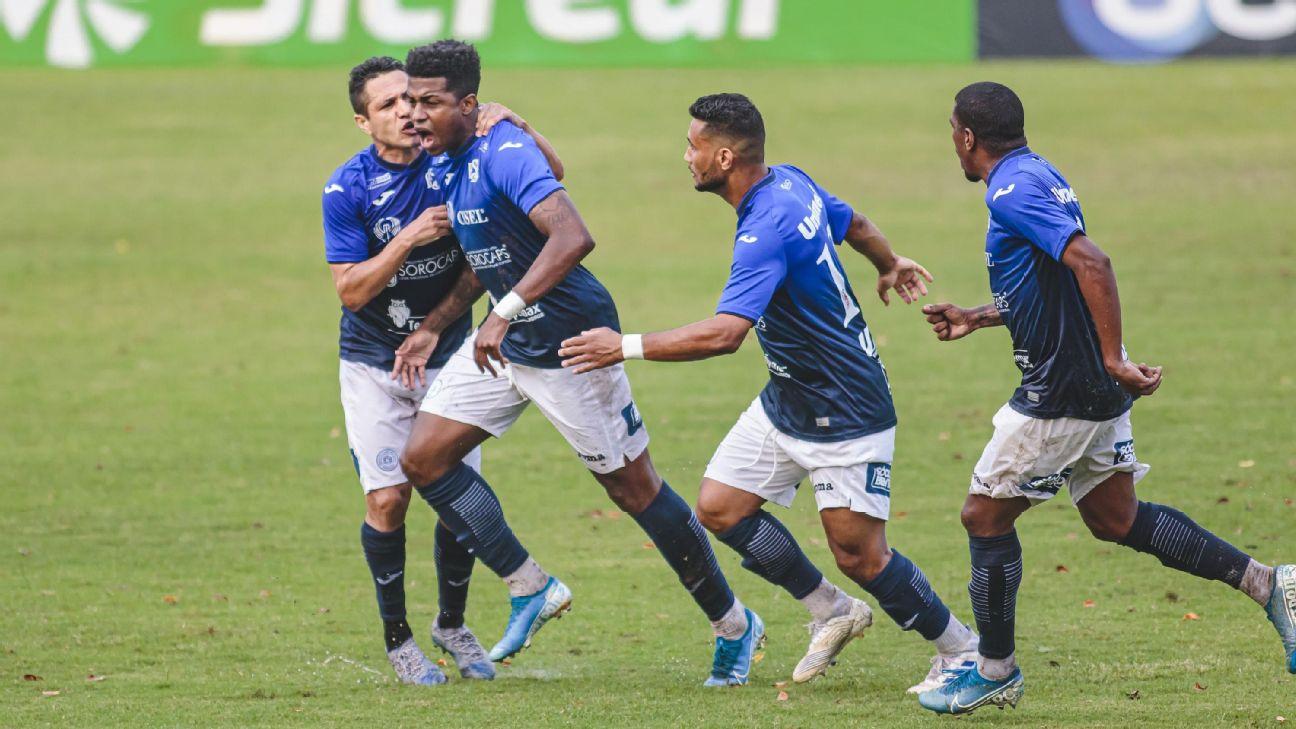 Erick Luis comemora gol pelo São Bento contra o São Caetano no Paulistão A2