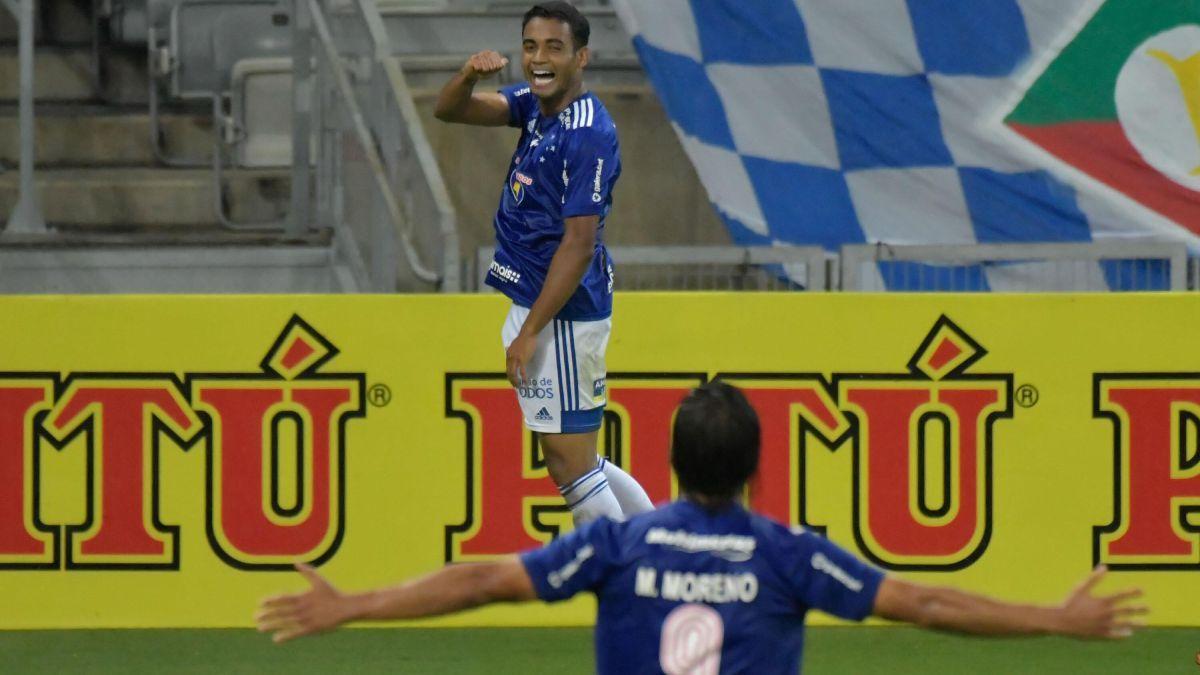 Airton e Marcelo Moreno comemoram gol do Cruzeiro