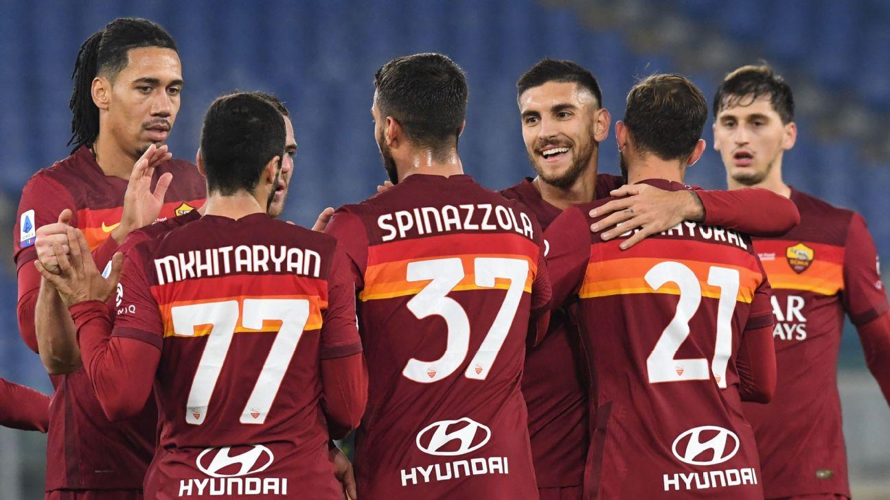 Jogadores da Roma comemorando gol contra o Torino pelo Campeonato Italiano