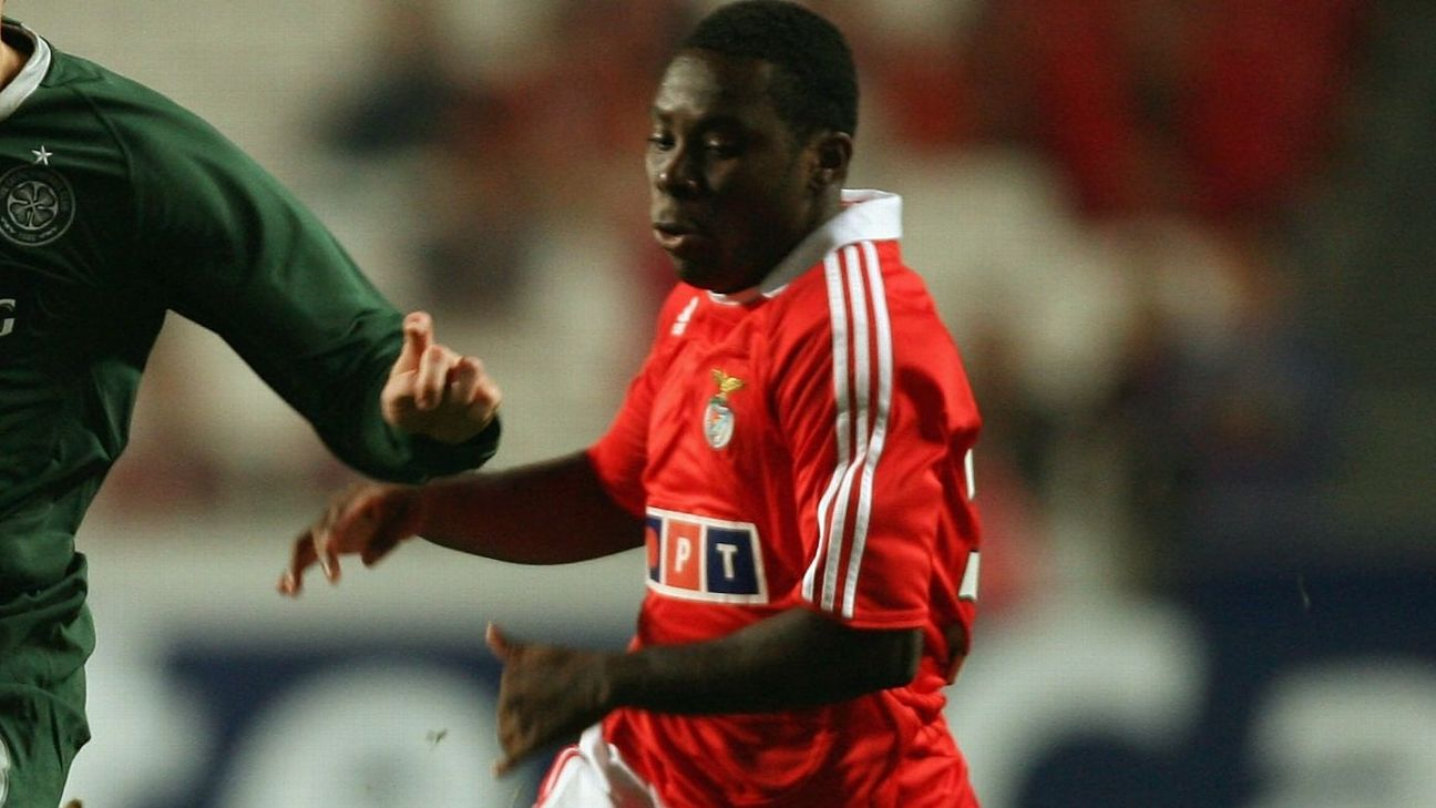 Freddy Adu com a camisa do Benfica