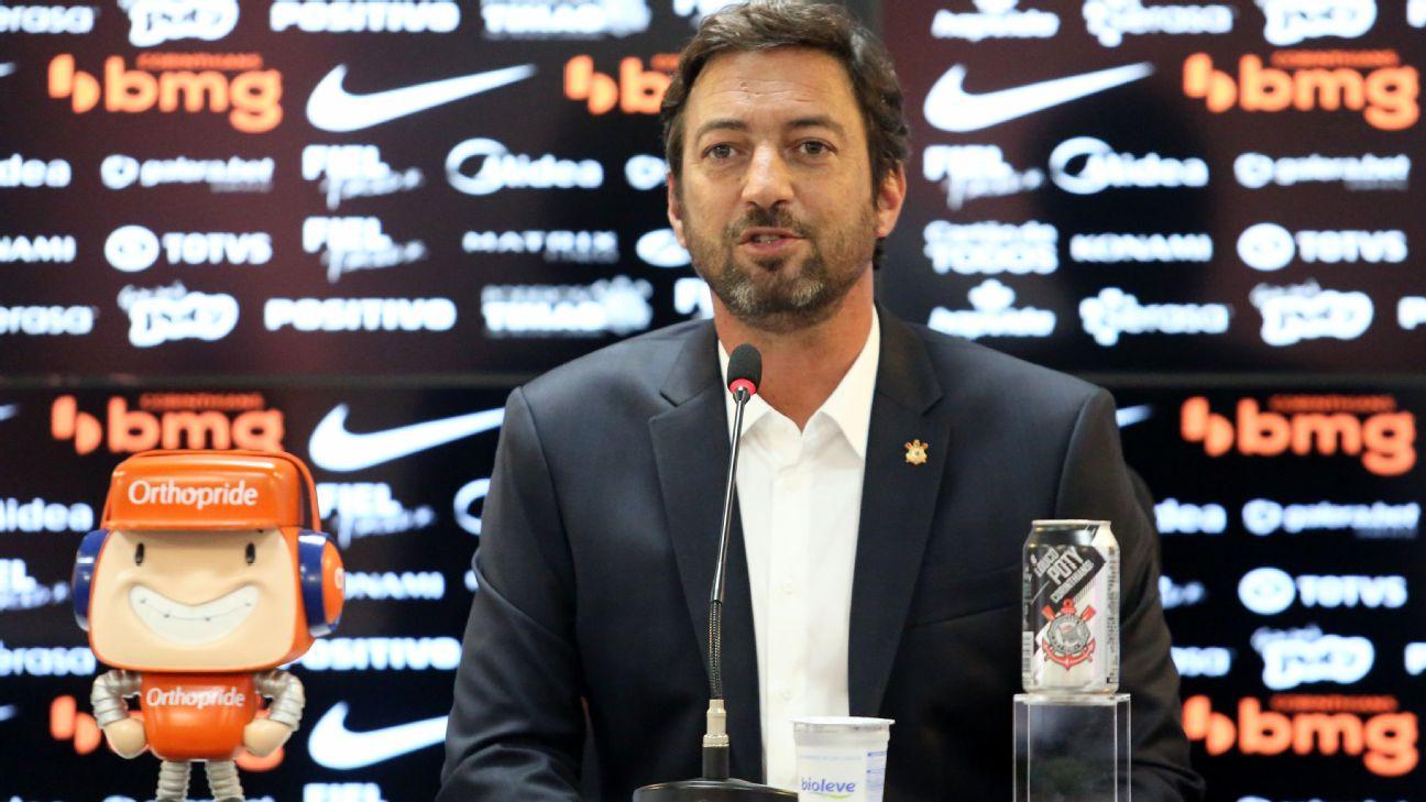 Duilio Monteiro Alves em entrevista coletiva no Corinthians