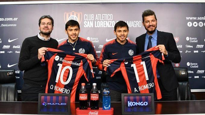 Óscar e Ángel Romero durante apresentação no San Lorenzo