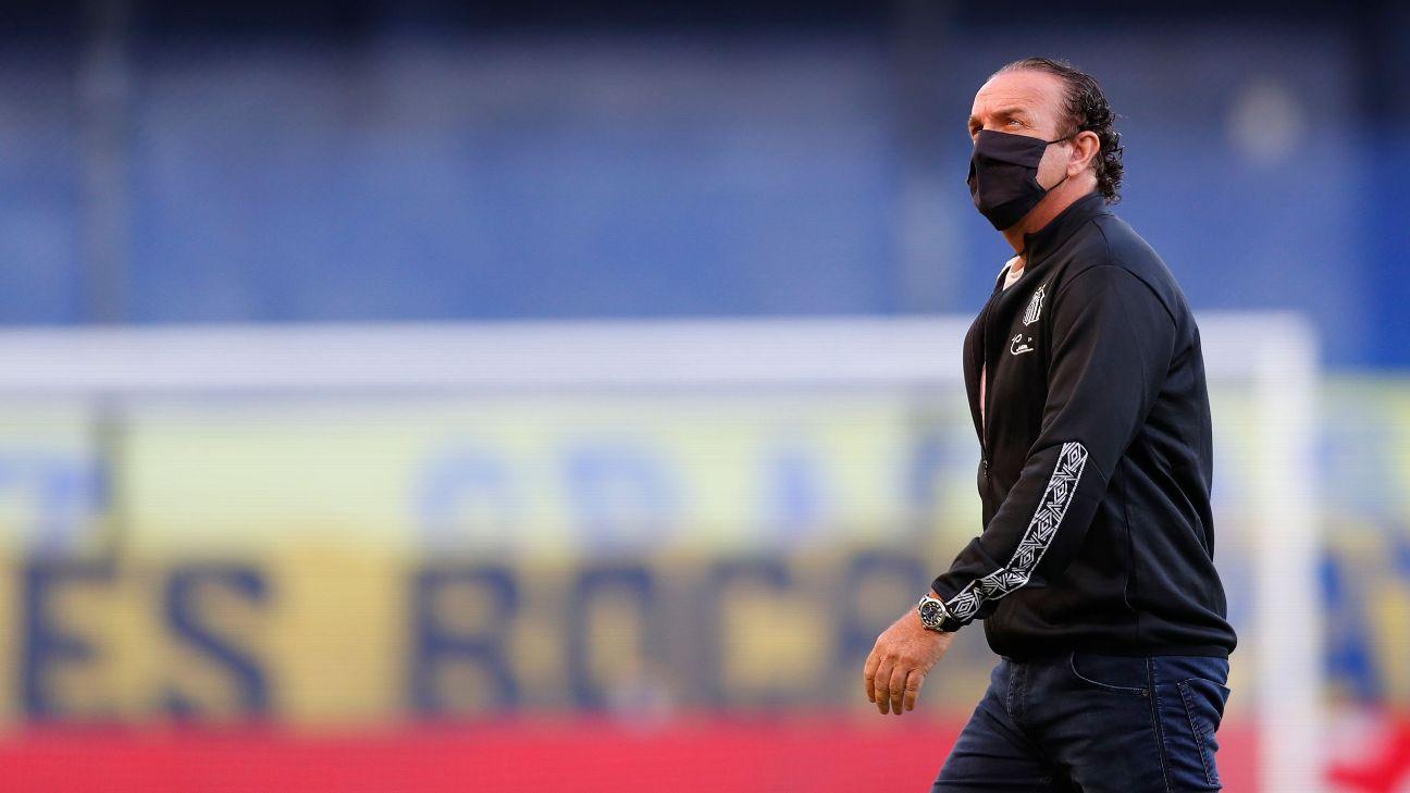 Técnico Cuca na partida entre Boca Juniors e Santos, na Bombonera, pela semifinal da Libertadores