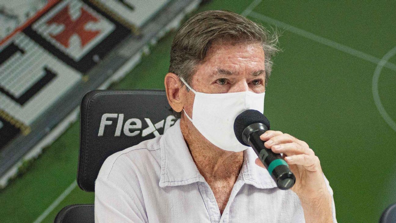 Jorge Salgado durante coletiva de imprensa no Vasco