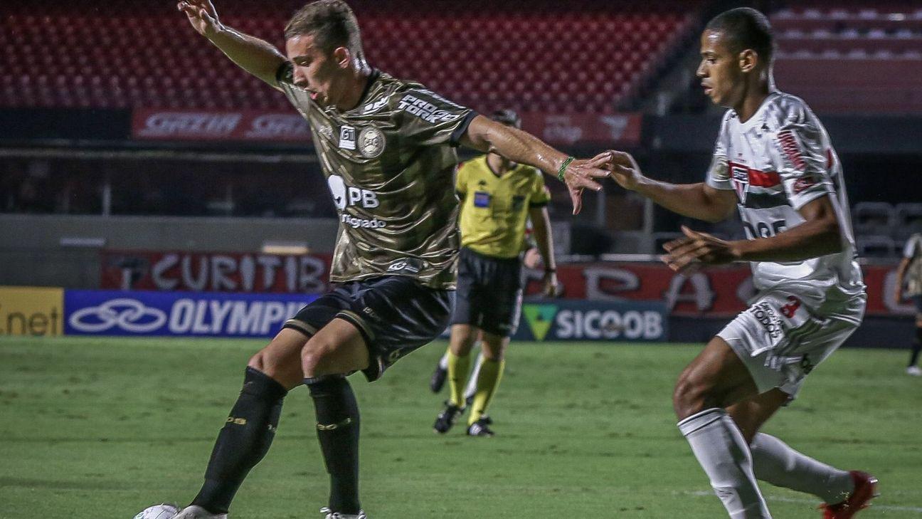 Lance de jogo entre São Paulo e Coritiba, pelo Campeonato Brasileiro