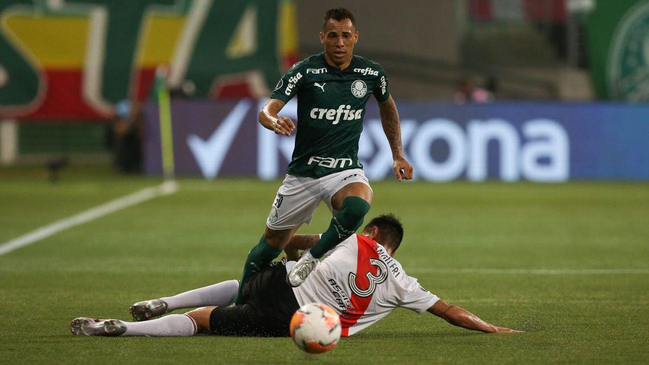 Breno Lopes em ação pelo Palmeiras na partida contra o River Plate pela Libertadores