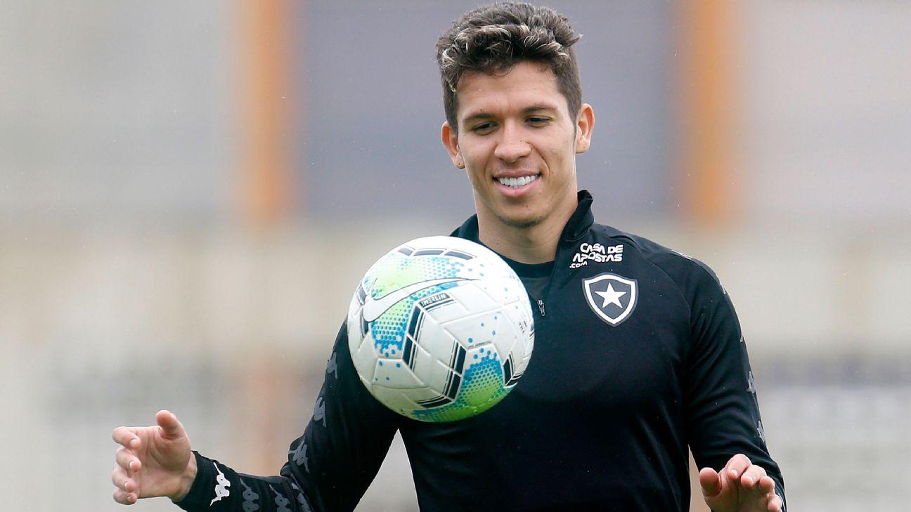 Bruno Nazário em treinamento com a camisa do Botafogo
