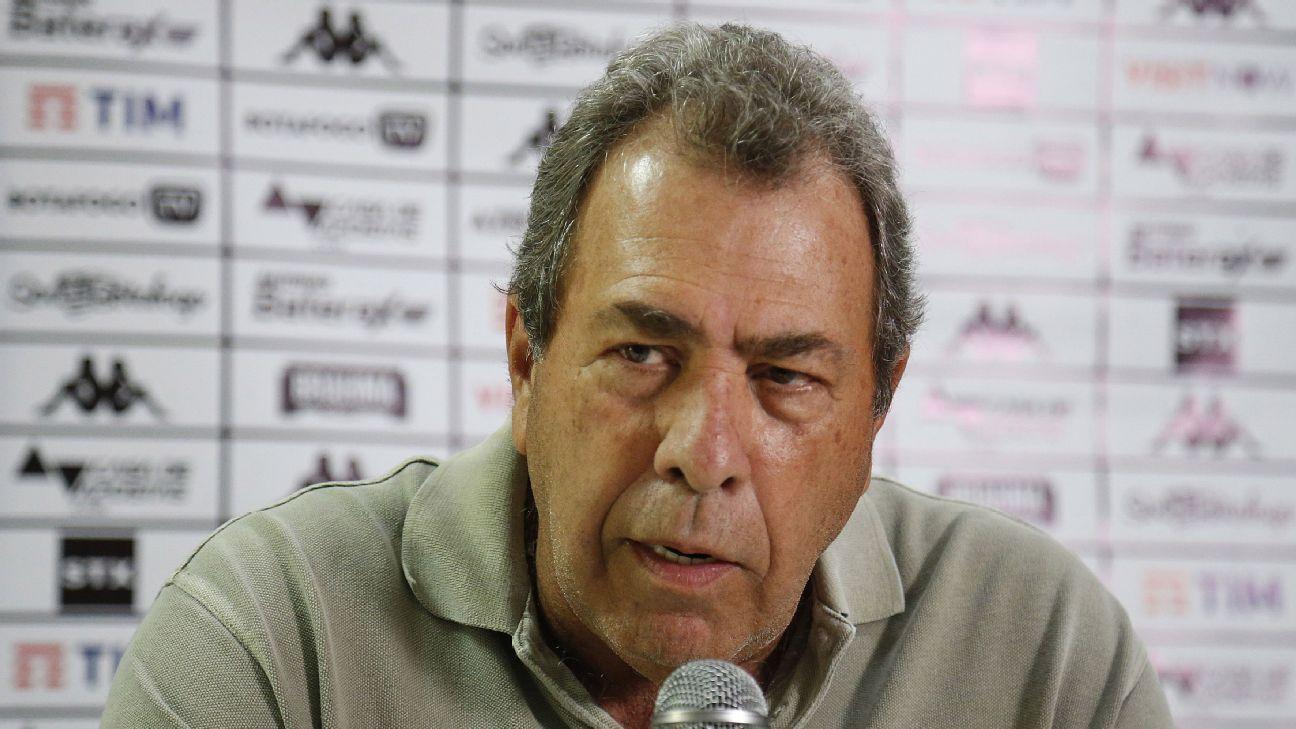 Carlos Augusto Montenegro em coletiva pelo Botafogo