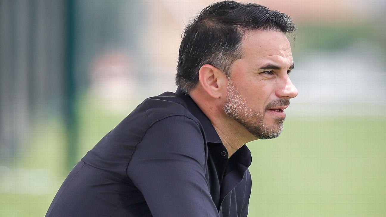 Rodrigo Caetano em treino do Atlético-MG