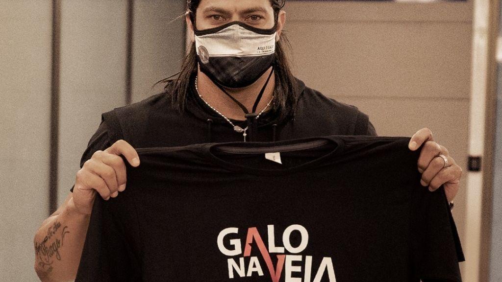 Atacante Hulk na chegada a Belo Horizonte para se apresentar ao Atlético-MG