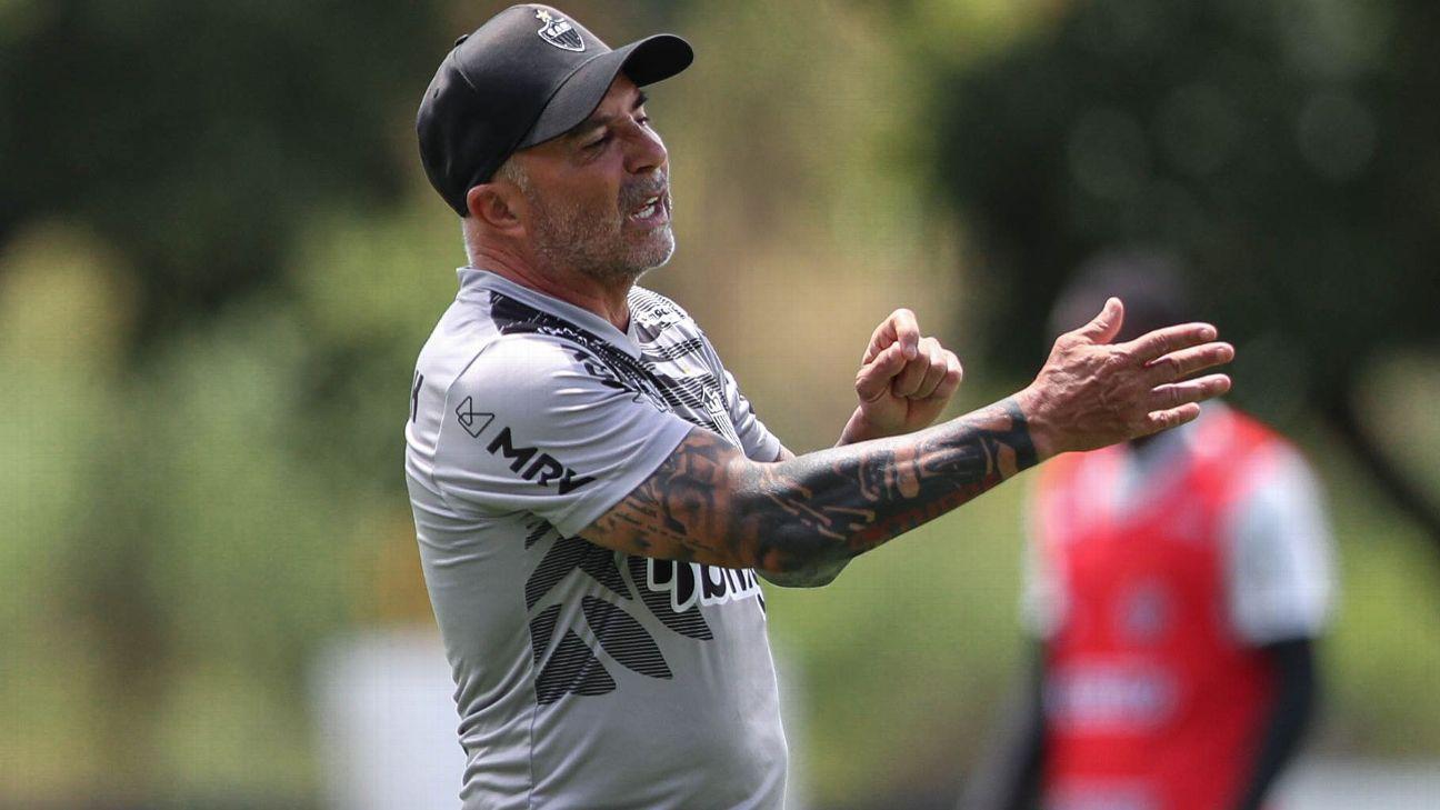 Jorge Sampaoli durante treino do Atlético-MG, na Cidade do Galo