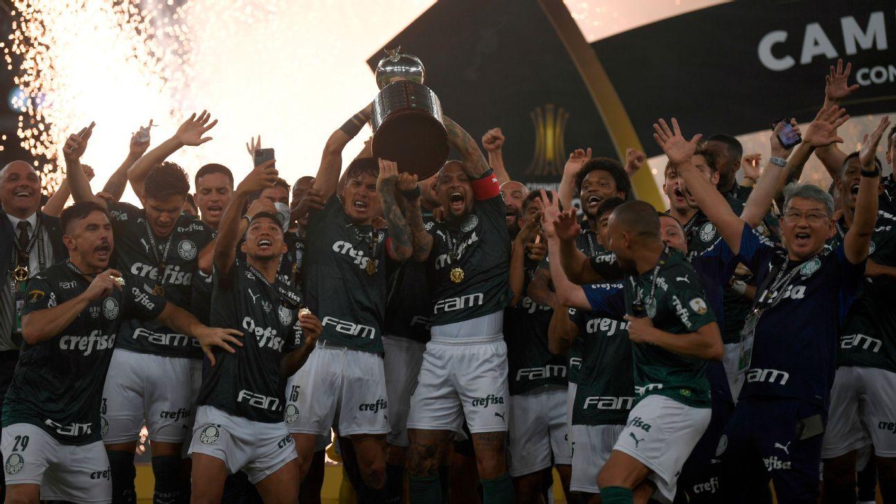 Jogadores do Palmeiras comemoram a conquista da Libertadores 2020
