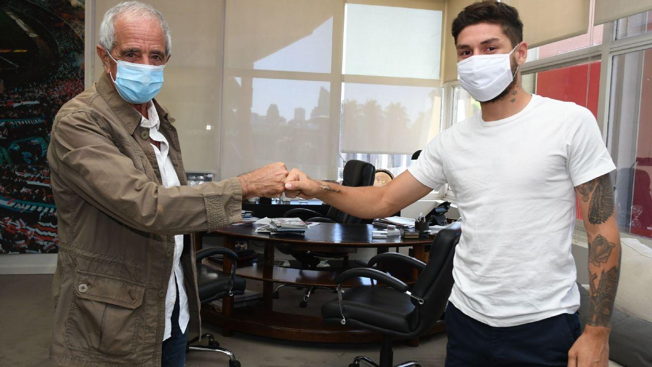 Montiel cumprimenta o presidente Rodolfo D'Onofrio após renovar com o River