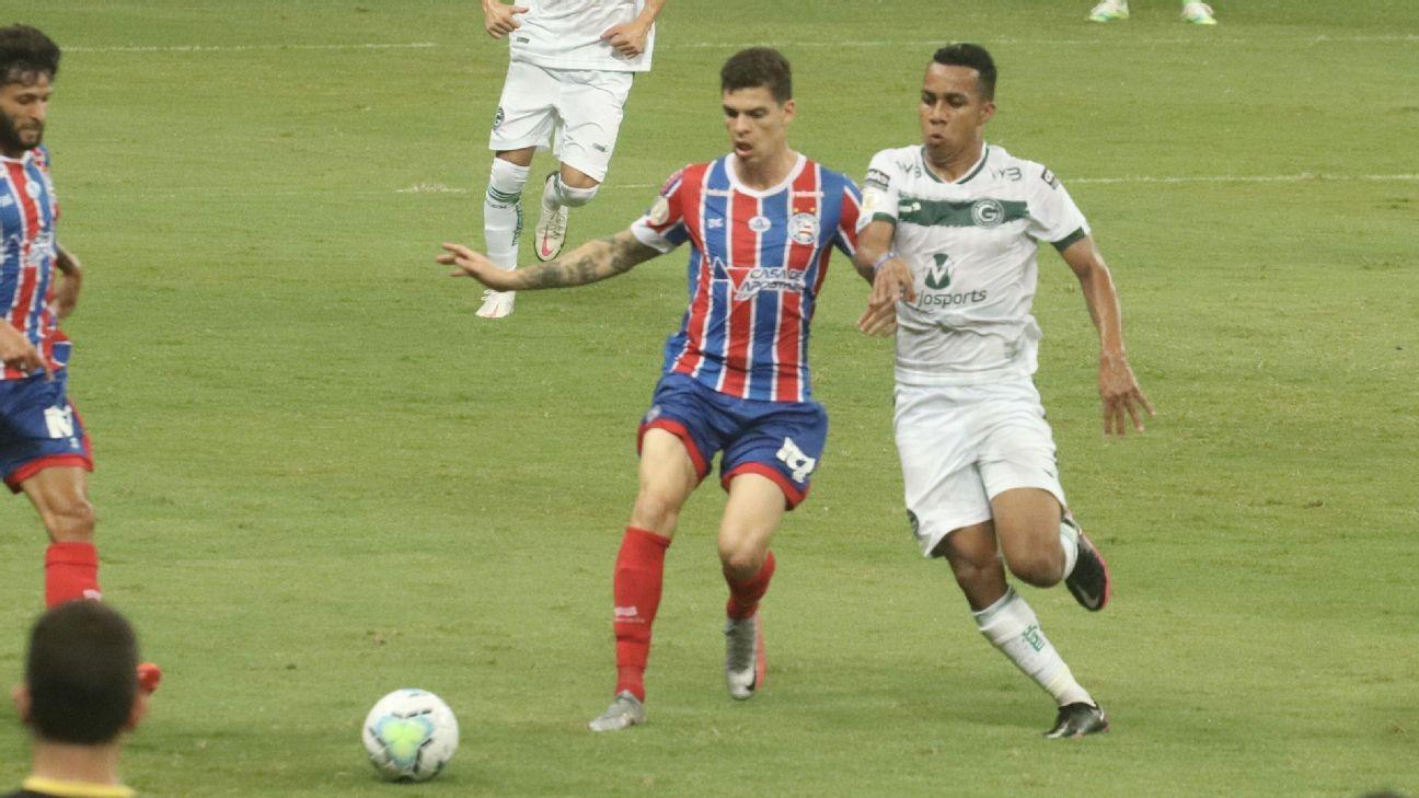 Jogadores de Bahia e Goiás em partida pelo Campeonato Brasileiro