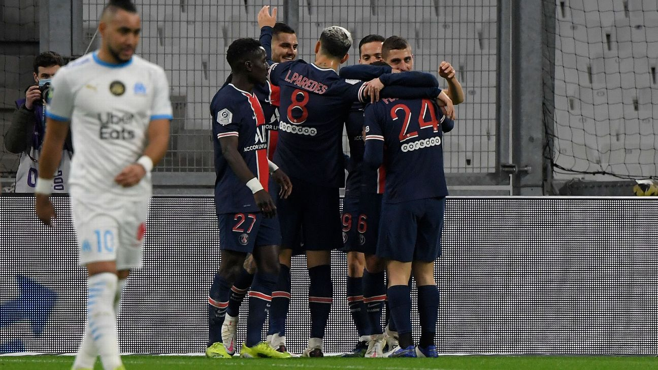 Jogadores do PSG comemoram gol sobre o Olympique de Marselha