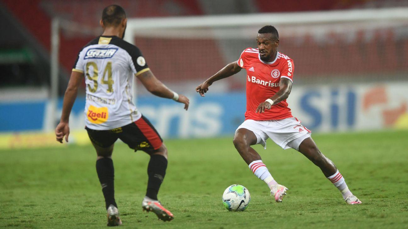 Edenilson, volante do Internacional, na partida contra o Sport, no Beira-Rio, pelo Brasileirão