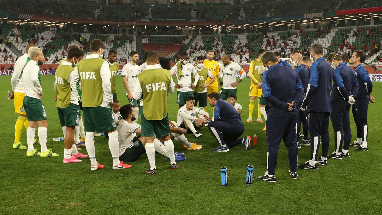 Jogadores do Palmeiras reunidos antes das penalidades contra o Al Ahly pelo Mundial de Clubes
