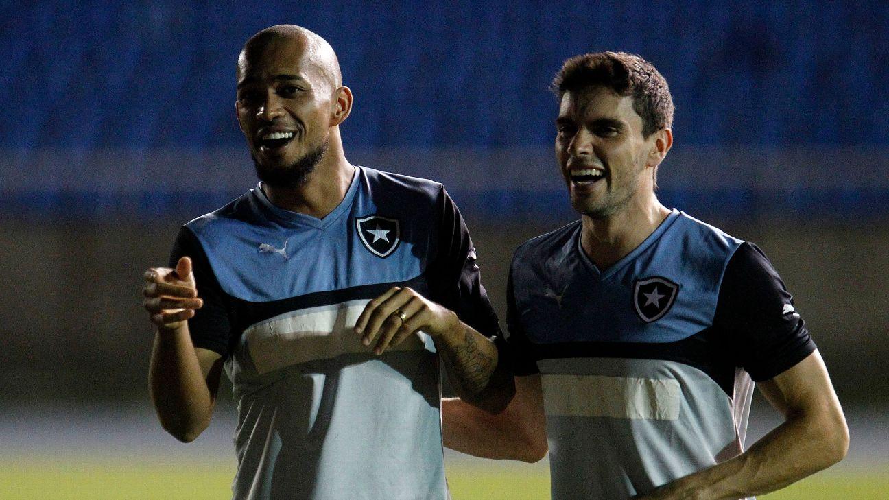 Luis Ricardo e Rodrigo Pimpão durante treinamento do Botafogo