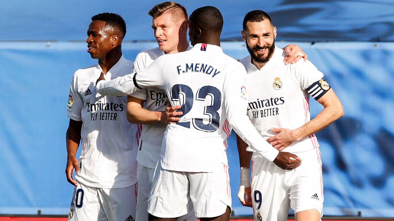 Jogadores do Real Madrid comemoram gol