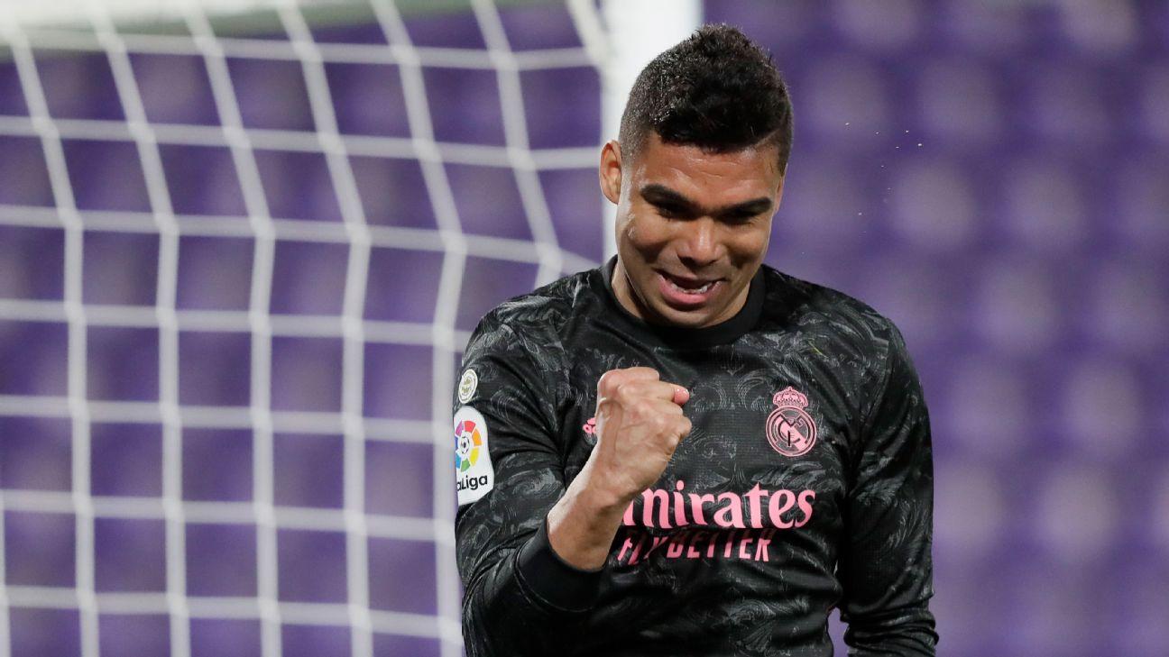 Casemiro comemorando gol marcado pelo Real Madrid contra o Real Valladolid por LaLiga