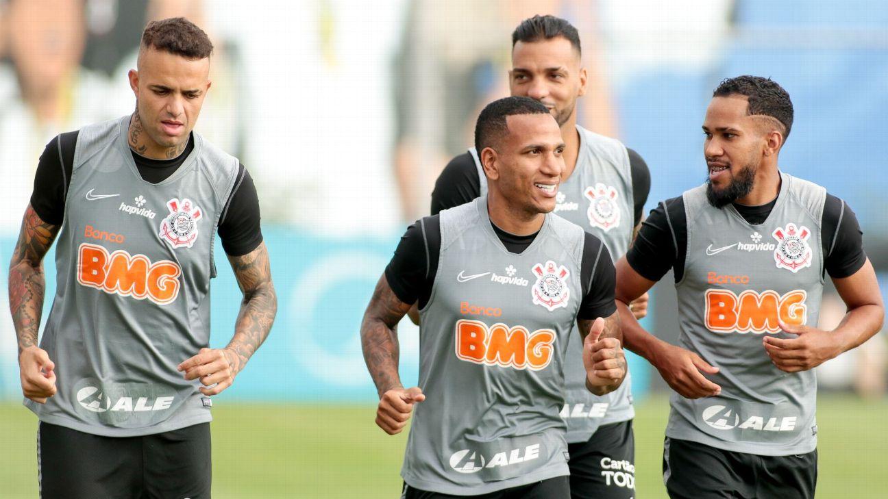 Luan, Otero, Michel Maceso e Everaldo em treino do Corinthians