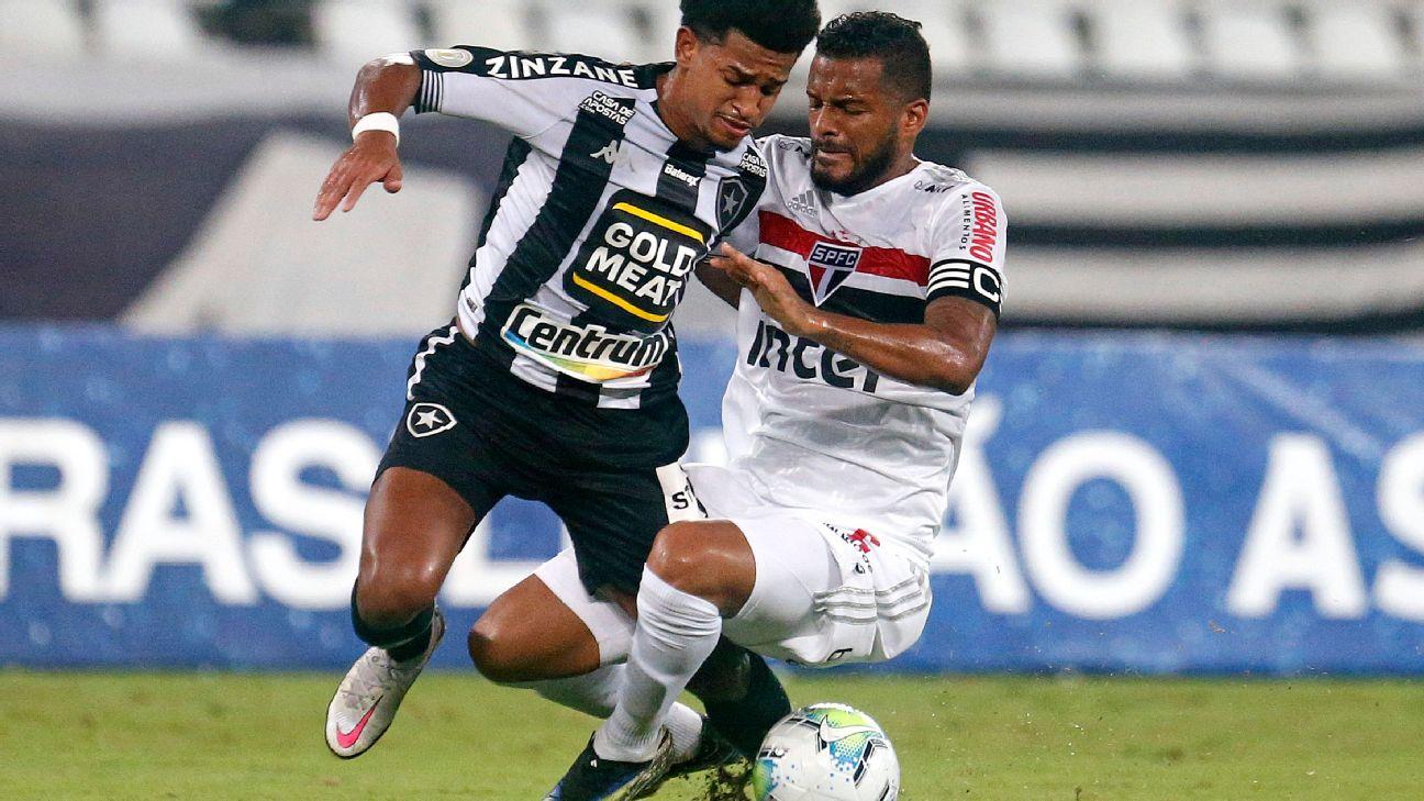 Reinaldo comete falta em Warley e é expulso em duelo com o Botafogo