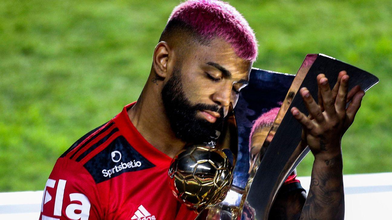 Gabigol comemora conquista do Campeonato Brasileiro com o Flamengo