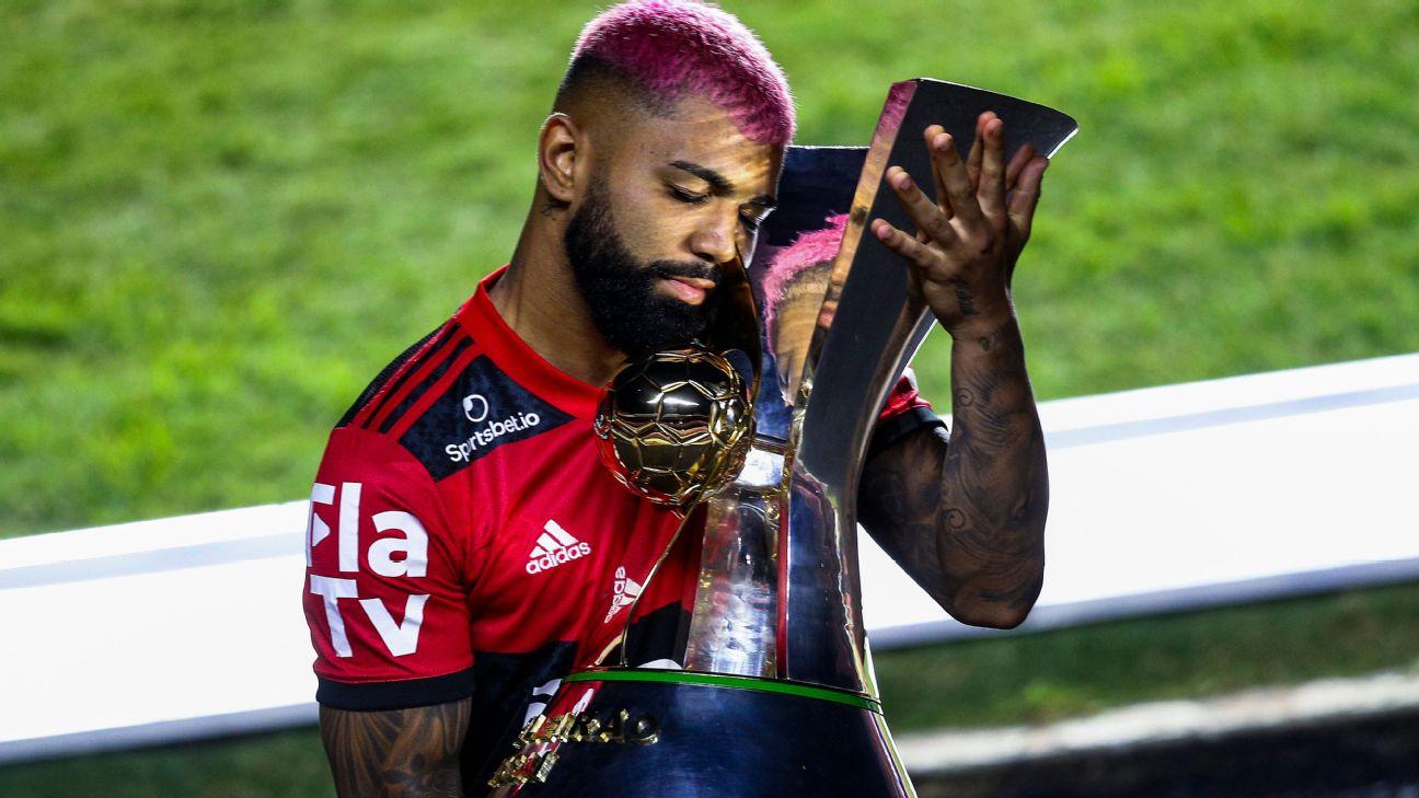 Gabigol e o troféu do Brasileirão