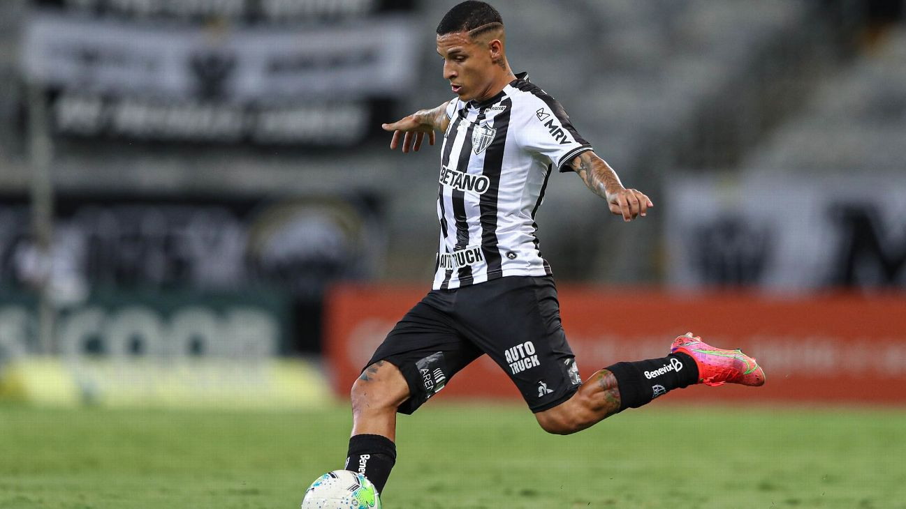 Guilherme Arana durante jogo entre Atlético-MG e Palmeiras, pelo Brasileirão