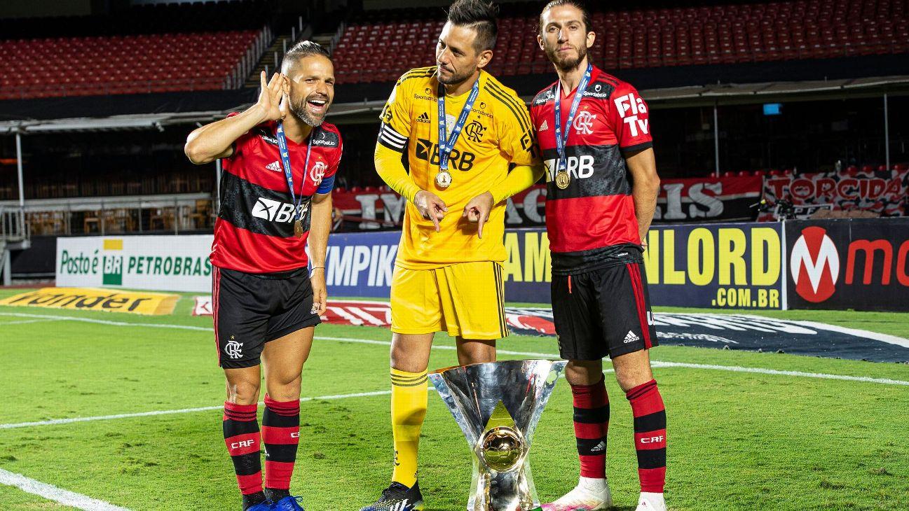 Diego, Diego Alves e Filipe Luís comemoram a conquista do Brasileiro pelo Fla