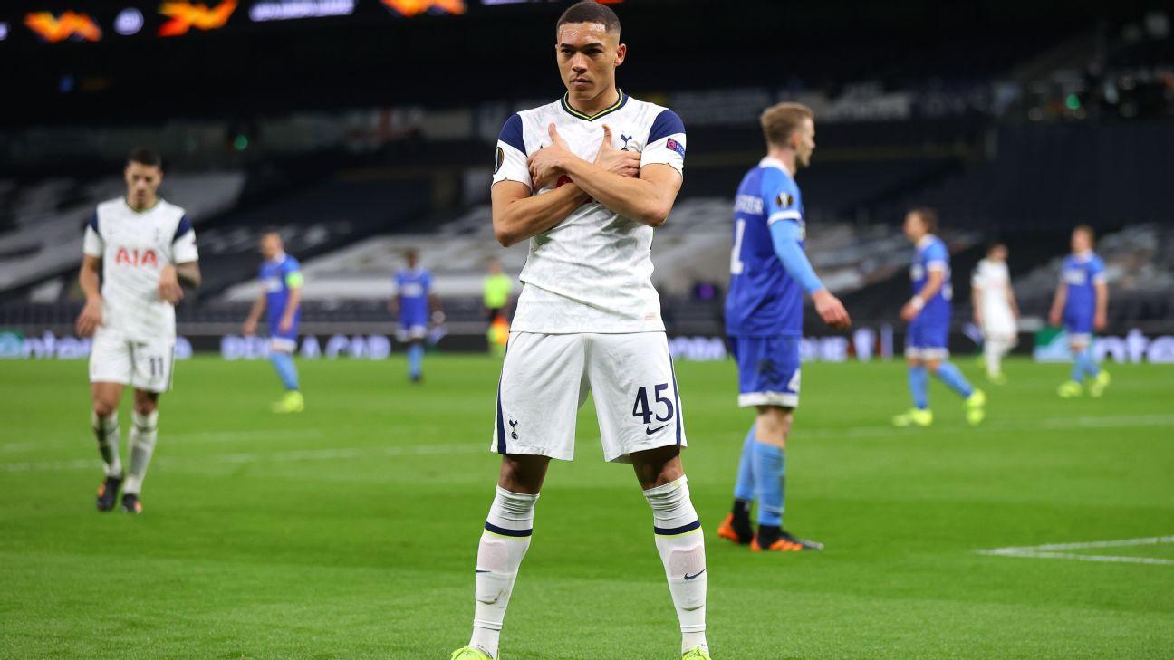 Carlos Vinícius comemora após marcar para o Tottenham sobre o Wolfsberger