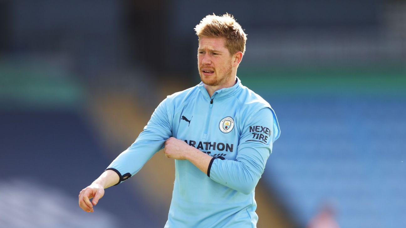 Kevin de Bruyne faz aquecimento antes de partida do Manchester City em 2021