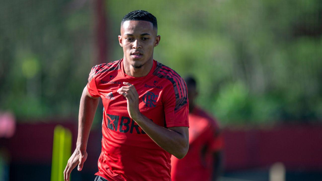 Lázaro durante treinamento do Flamengo no CT Ninho do Urubu