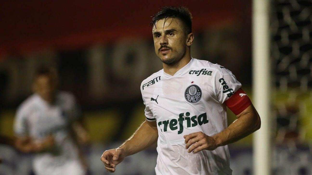 Willian comemora após marcar para o Palmeiras sobre o Sport, pelo Brasileiro