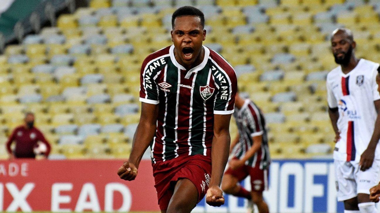 Alexandre Jesus celebra primeiro gol com a camisa do Fluminense
