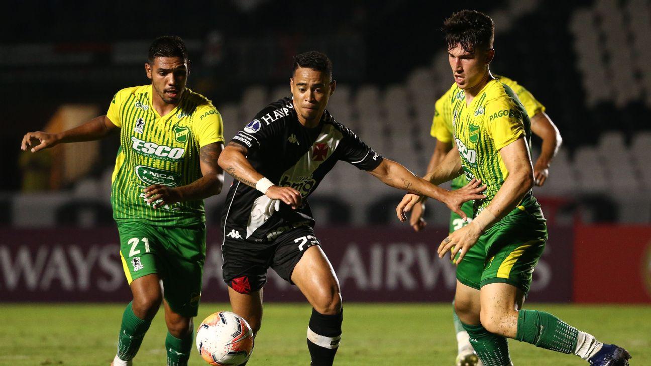 Yago Pikachu em ação pelo Vasco contra o Defensa y Justicia na Copa Sul-Americana 2020